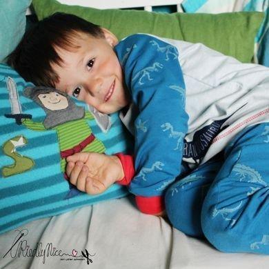 Schlafanzug mit leuchtenden Dinos